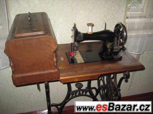 Štarý šicí stroj