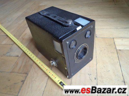 Prodám historický Fotoaparát BROWNIE TARGET, SIX