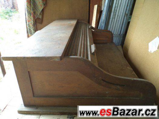 Prodám starožitný americký stůl s dřevěnou roletou