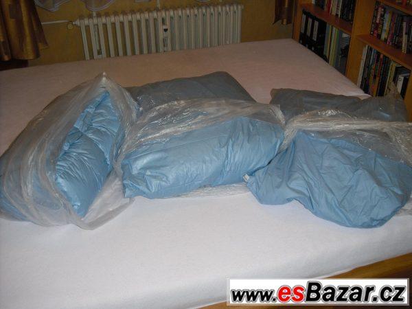 Prošívaná péřová deka a 2 polštáře
