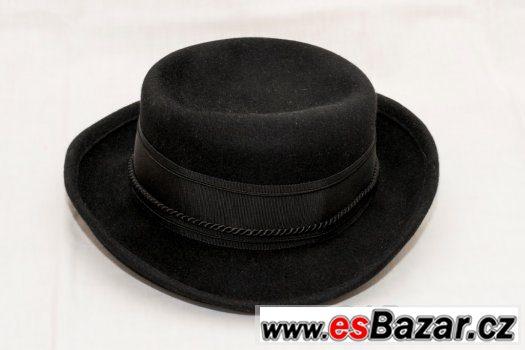 Elegantní klobouk