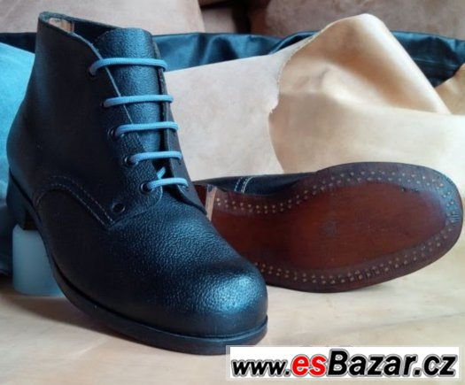 Ručně šité a flokované dámské boty