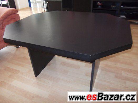 Černý konferenční stůl