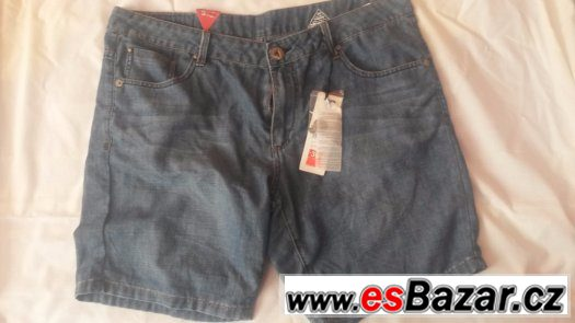 Nové džínové šortky velikost. 36