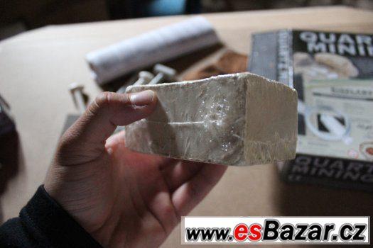Quartz mining - hledání krystalů