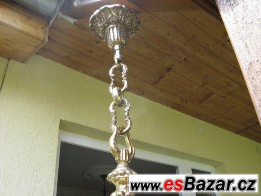 Masívní bronzový lustr