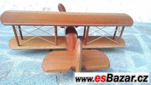 bytový doplněk - dřevěný model letadla