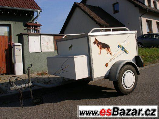 Přívěs na přepravu psů