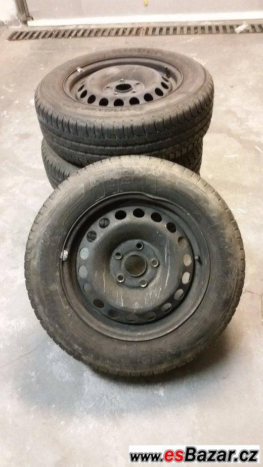 Prodám sadu pneu a ráfků VW Golf