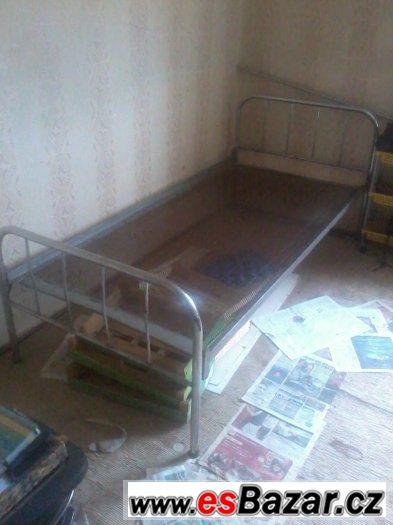 3 postele levně