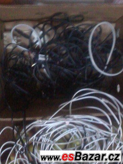celek většího množství scartů, kabelů, ant. atd...