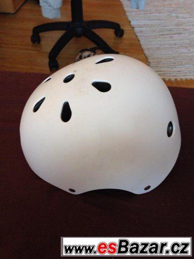 Prodám uplně novou helmu na kolo či brusle