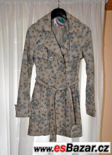 Květovaný kabátek
