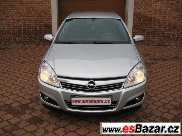 Opel Astra, Caravan 1.6i 16V, ČR, 1.MAJ., kombi,