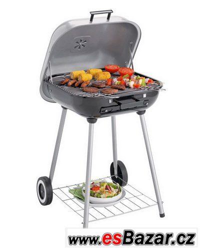 Nový zahradní gril Charcoal BBQ.