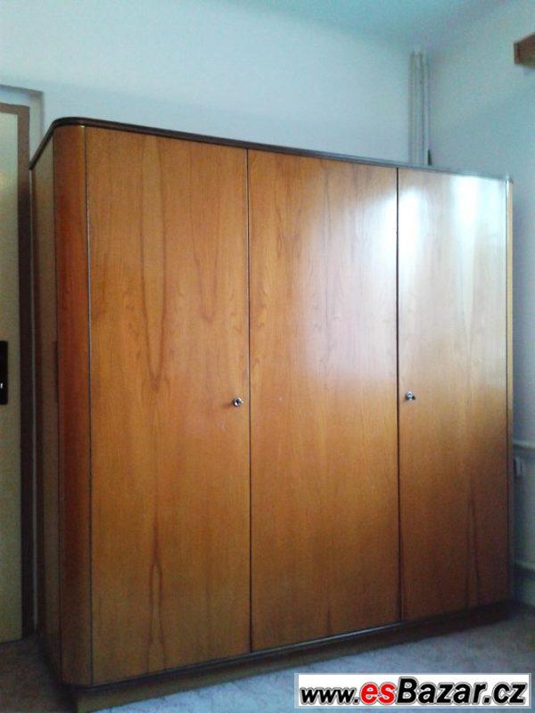 Obývací stěna, šatní skříně (1958)