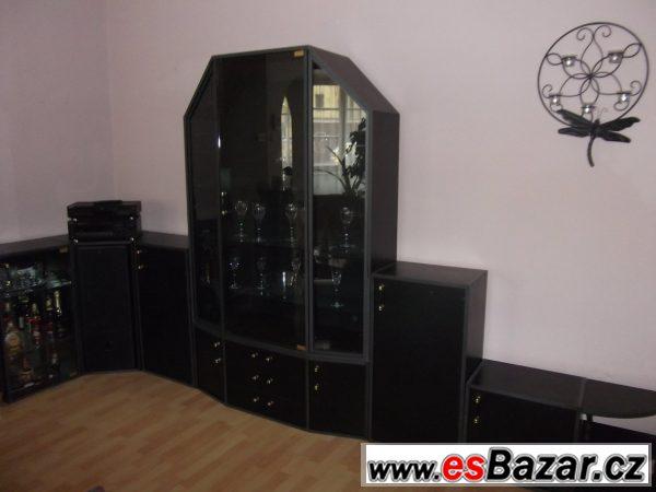 Obývací stěna z černého lamina