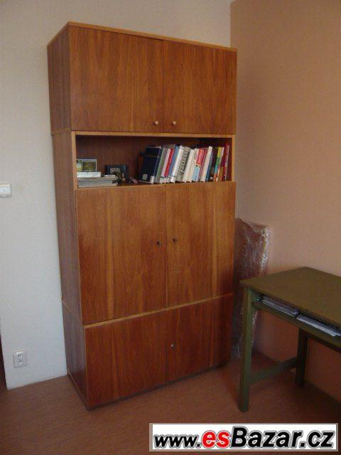 Obývací stěnu se 3 skříněmi