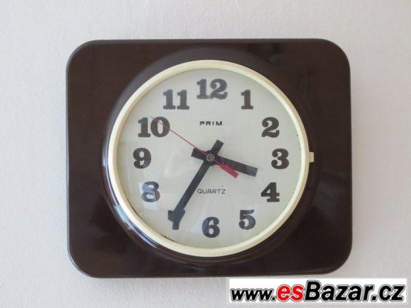 Nástěnné bateriové hodiny Prim