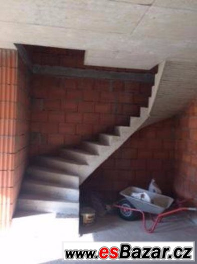 Tesař na točité schodiště.