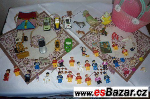 Hračky, panáčci a autíčka