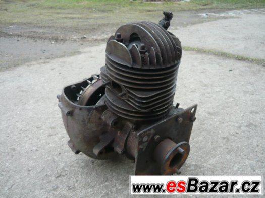 Benzínový dvoutaktní motor
