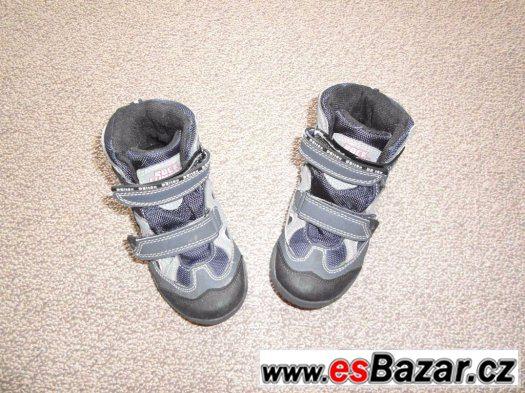 Zimní boty, bačkory a žabky