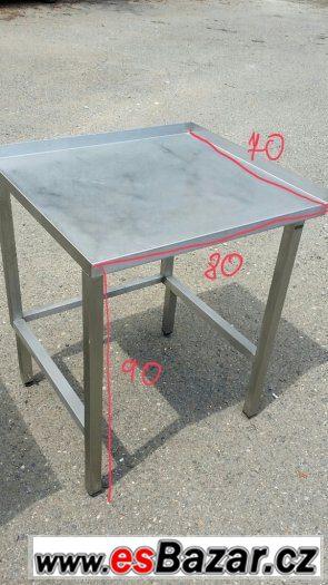 Nerezový stůl s lemem 80x70x90 cm .