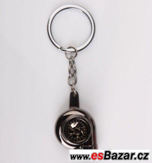 černý lesklý přívěšek na klíče - turbo
