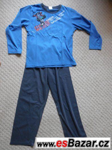 Prodám  chlapecké  pyžamo  vel. 134