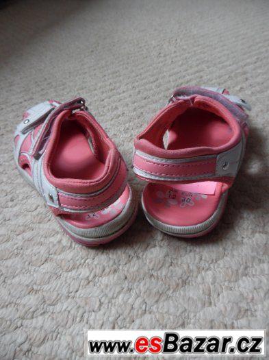Prodám  dívčí  sandále  vel.30, FaF