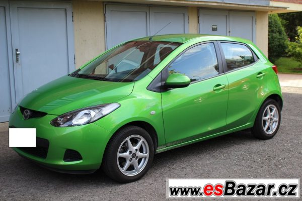 Mazda 2, zelená metalíza, top stav
