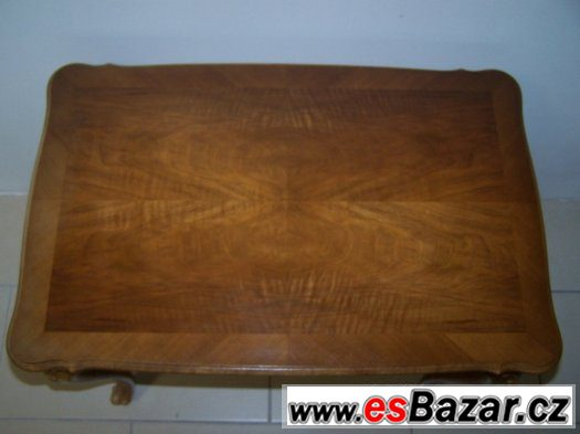 Krásný stolek se šuplíkem ve starožitném stylu Chippendale