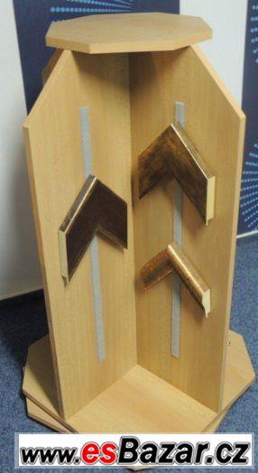 Dřevěný otočný stojan