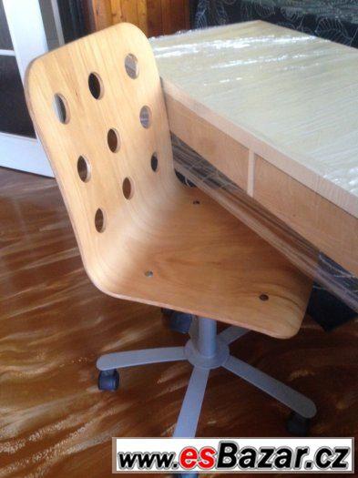 Pracovní stůl se židlí
