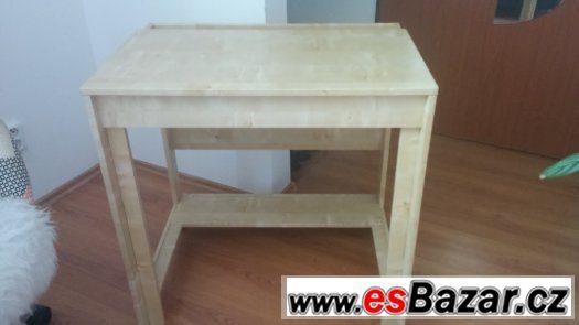 Židle a psací stůl