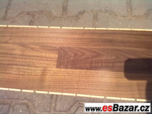 Dřevěná podlaha vlašský ořech 12mm