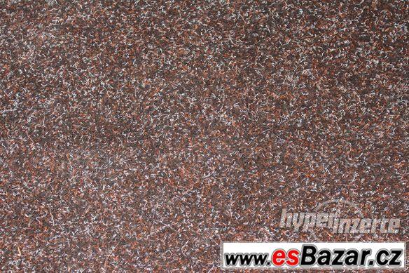 Tmavohnědý zátěžový koberec