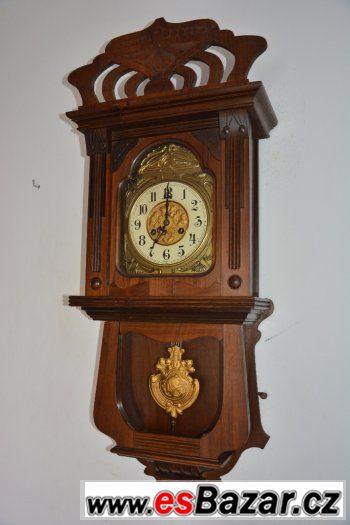 5b9701aee starozitne-rezbovane-hodiny-junghans-r1905-s-balkonkem