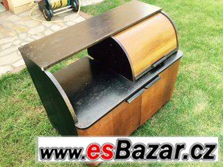Historická skříňka na gramofon