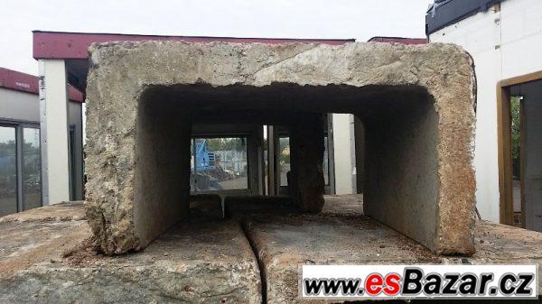 Betonový U-blok