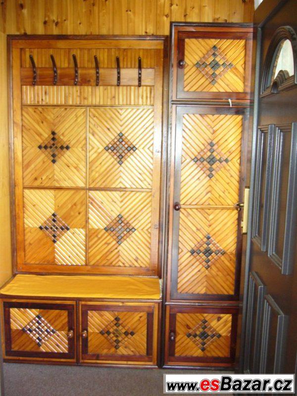 Dřevěný botník