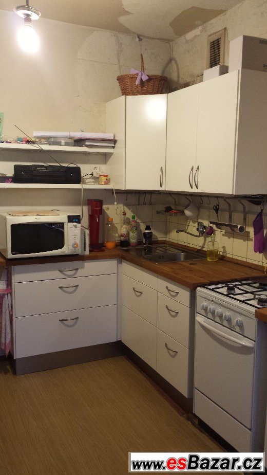 Bílá matná kuchyň-málo používaná