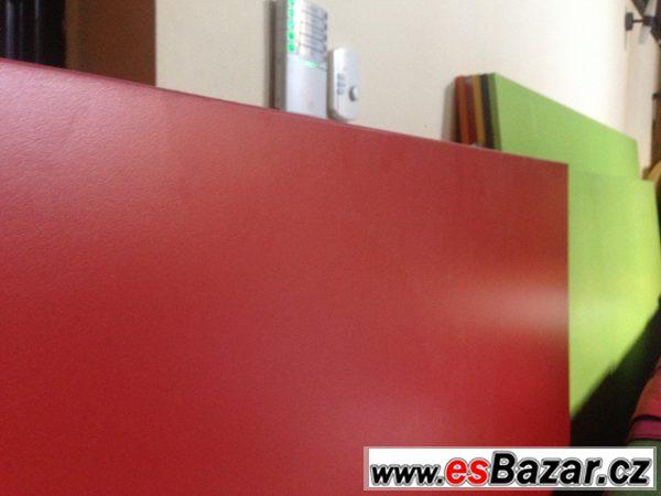 Barevné laminované desky