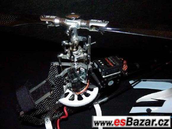 Vrtulník akrobat. RC Blade 300 CFX