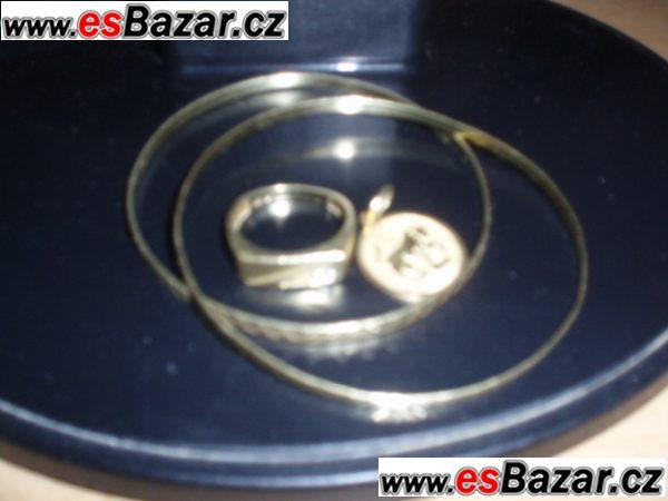 zlatý pánský prsten, stříbrné zrcátko, náustek na cigarety, náramek,