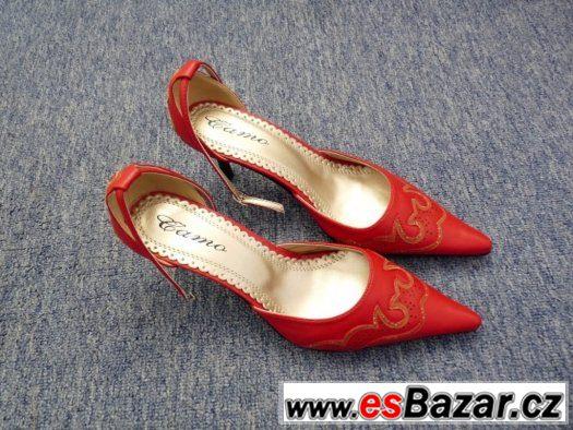 d7830cd9a31f Prodám červené dámské lodičky