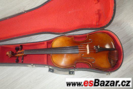housle s označením J B Herclík