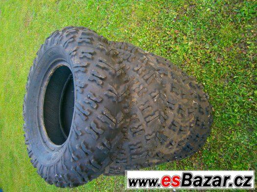 can-am-našlapy nadrz, chladič,plasty pneu