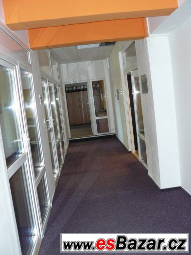 Pronájem budovy s kancelářemi